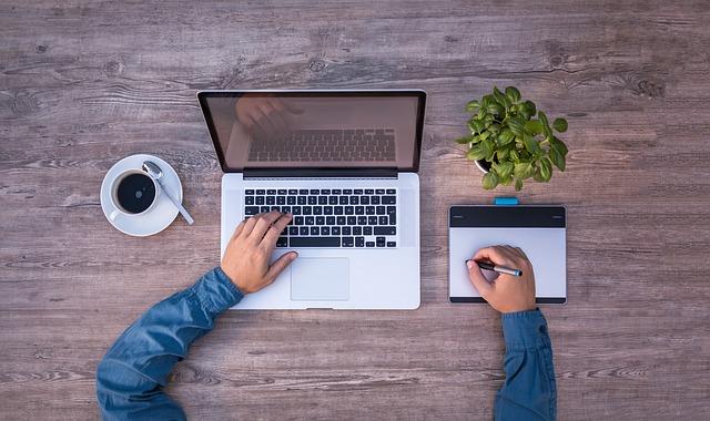 laptop a káva.jpg