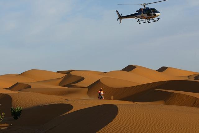 helikoptéra v poušti