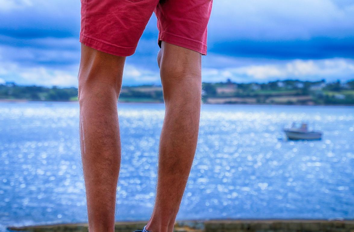 mužské nohy